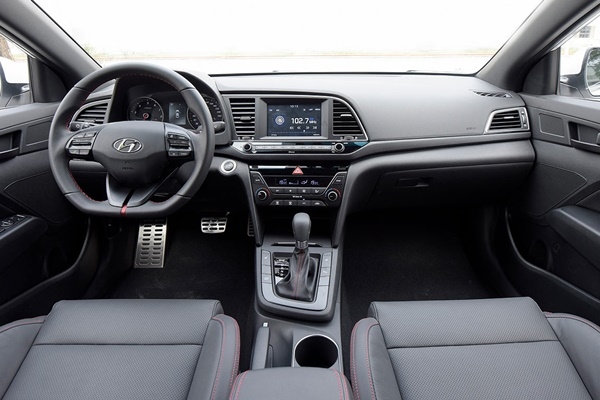 Nội thất Hyundai Elantra Sport 2018