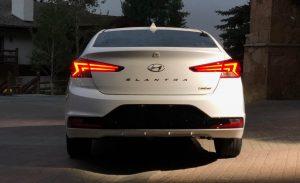 phần đuôi xe Hyundai Elantra