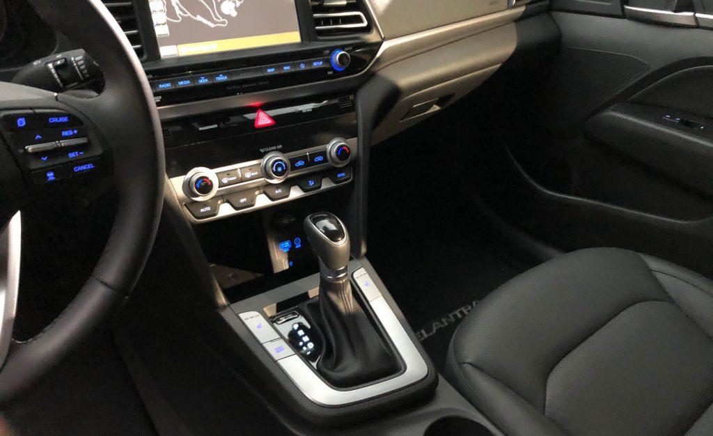 nội thất Hyundai Elantra 2019